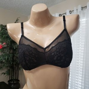 Victoria's Secret lace and mesh bralette NWT